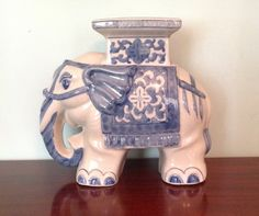 Beautiful Blue And White Pottery Elephant Plant Stand The Measures 13 X 5