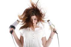 SO TROCKNEN DEINE HAARE SCHNELLER Kennst Du folgende Situation? Eine lange Mähne ist toll, denn man hat unendlich viele Stylingmöglichkeiten. Allerdings ist das Föhnen einer langen Haarpracht sehr zeitraubend. #redkenpillowproofprimer #haareschnellertrocken