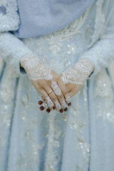 Ovi & Ardyanto oleh LAKSMI - Kebaya Muslimah & Islamic Wedding Service • Gaun pengiring pengantin | Bridal | Bridestory di Indonesia | Bridestory