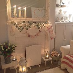 Not long now lovelies . Have a lovely evening ✨✨✨#almostchristmas #fireplace#candles#fairylights #myhome #cosy #stockings #hygge