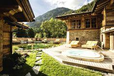 Im Bio Teich erfrischende Energie tanken und im Whirlpool die Sterne zählen! Traumhaftes Leading Spa Hotel inmitten der Berge in Tirol!   #leadingsparesorts #leadingspa #wellness #wellnesshotel #wellnessurlaub #auszeit #entspannen #relax #whirlpool #tirol #achensee #berge #alpen #spahotel #spa #sommerurlaub #heimaturlaub #urlaubinoesterreich #covid_19 #traumurlaub #wasser #natur #lanschaft #travel #reisen #Fotografie #relax #entspannen Parquet Flooring, Wooden Flooring, Hotels, Free Park, Mountain Homes, Wooden House, Smoking Room, Tiny House, Terrace