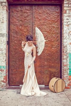 Vintage wedding dress and lace parasol. weddingchicks.com  #lace #parasols #vintageweddingdress