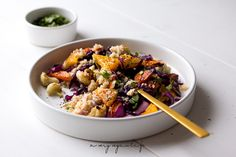 Couscous-Salat mit Tahin-Dressing
