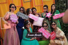 Placard Pre Wedding Photoshoot, Wedding Shoot, Bridal Shoot, Indian Photoshoot, Bridal Poses, Wedding Tags, Wedding Ideas, Wedding Group Photos, Indian Wedding Photos