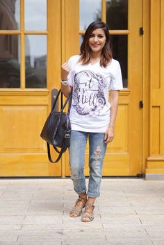 Love this tee, love those jeans, Love the background!
