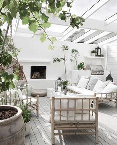Amazing Sunroom Design for Outdoor Decoration Outdoor Areas, Outdoor Rooms, Outdoor Living, Outdoor Furniture Sets, Outdoor Decor, Exterior Design, Interior And Exterior, Design Jardin, Backyard Patio Designs