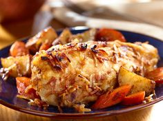 Onion-Roasted Chicken & Vegetables (Note to self: Use homemade onion soup mix and sub out potatoes . use cauliflower or daikon radish or rutabaga instead) Roasted Vegetables With Chicken, Roasted Chicken, Baked Chicken, Roasted Cabbage, Onion Soup Recipes, Chicken Soup Recipes, Turkey Recipes, Lipton Recipe Secrets Onion, Great Recipes