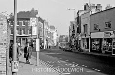Historical photographs of Woolwich, London Old Pub, Picture Boards, London History, London Bus, Bus Stop, Childhood Memories, Street View, Pictures, Photos