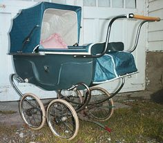 Expert Advice When It Comes To Raising Your Kids. Pram Stroller, Baby Strollers, Antique Crib, Vintage Pram, Prams And Pushchairs, Dolls Prams, Baby Buggy, Retro Baby, Baby Prams