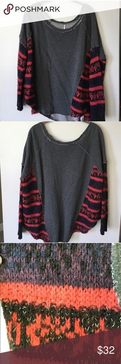 Free people crewneck Size medium. Worn a few times. EUC. Sweatshirt material with knit sides. Free People Sweaters Crew & Scoop Necks