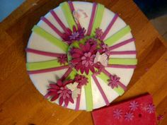 Girl birthday cake - pink, white, green flowers butterflies and stripes Torta di compleanno rosa bianca e verde