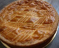 Gâteau basque à la crème pâtissière avec thermomix. Voici une délicieuse recette de Gâteau basque à la crème pâtissière, facile et simple a réaliser. French Cake, Thermomix Desserts, Croissants, Biscuits, Cooking, Food, Moment, Simple, Grands Parents