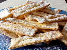Le chiacchiere sono un tipico dolce italiano, consumate nella festa di Carnevale. Prendono vari nomi in base alla regione in cui vengono preparate: frappe, bugie, cenci ecc. Le chiacchiere sono striscioline di pasta sono molto friabili e croccanti, realizzate con ingredienti comuni e semplici, come