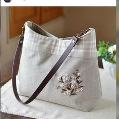 One shoulder bag Flower Embroidery Designs, Embroidery Bags, Coin Bag, Bag Patterns To Sew, Patchwork Bags, Denim Bag, Cloth Bags, Gift Bags, Fashion Bags