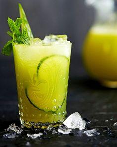 Agua fresca on helposti valmistuva, virkistävä ja terveellinen kesäjuoma Fun Drinks, Healthy Drinks, Cold Drinks, Smoothie Bowl, Smoothies, How To Make Drinks, Chocolate Chip Banana Bread, Just Eat It, Greens Recipe