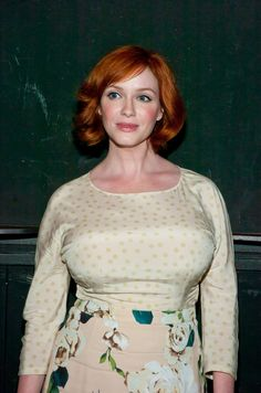Christina Hendricks hot sexy bosomy casual photo in a stretched tight print blouse and short curled bob hairstyle, star of Firefly as Saffron, and Mad Men as Joan P. Holloway, a modern classic beauty. Christina Hendricks, Beautiful Celebrities, Beautiful Women, Cleavage Hot, Beautiful Christina, Voluptuous Women, American Women, Redheads, Red Hair