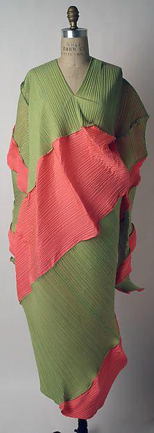 """Nautilus"" Designer: Issey Miyake (Japanese, born 1938) Design House: Miyake Design Studio (Japanese) Date: spring/summer 1995 Culture: Japanese Medium: polyester"
