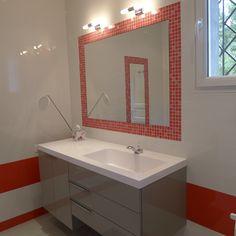 R alisation d 39 une salle de bain rouge et blanche pour une - Salle de bain rouge et blanche ...