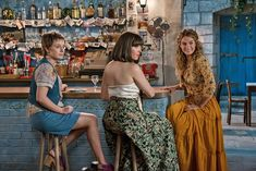Mamma Mia Here We Go Again Alexa Davies Lily James Jessica Keenan Wynn Image 3 Lily James, Mamma Mia, Amanda Seyfried, Meryl Streep, Does Your Mother Know, Mode Pin Up, Julie Walters, Orange Skirt, Film Serie