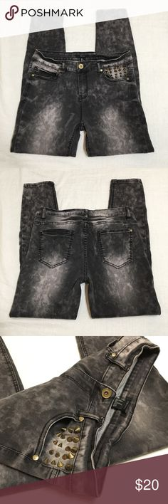 """High Rise Studded Acid Wash Skinny Jeans Great overall condition! Size 30 with lots of stretch. Measurements: 15"""" waist, 10"""" rise, 28.5"""" inseam (ankle length). Too tight and can't model. No trades, will take reasonable offers. Forever 21 Jeans Skinny"""
