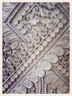 vogueparis:  Détail d'une robe en dentelle de cuir à la présentation Givenchy haute couture automne-hiver 2012/13 // Leather lace detail on a dress from Givenchy haute couture Fall/Winter 2012-2013