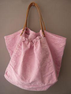sac avec un vieux drap teint et des anses en cuir                                                                                                                                                     Plus