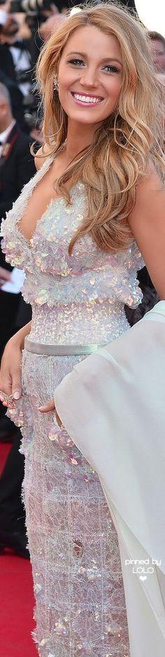 "Blake Lively. #BlakeLively. ""A menudo pienso que una marca de belleza como un lunar facial puede realzar tu belleza exterior, pero tu verdadera belleza está en la bondad de tu corazón."" - Deodatta V. Shenai-Khatkhate. Blake Lively in Chanel at the 2014 Cannes Film Festival ❤"