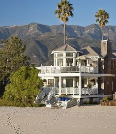 California Style Beach Home.this has to be onSanta Claus beach Coastal Cottage, Coastal Homes, Beach Homes, Coastal Bedrooms, Coastal Decor, Coastal Living, Style At Home, Dream Beach Houses, Exterior