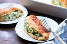 Spinach stuffed chicken breasts are low carb and so easy to make! This healthy chicken recipe takes about 10 minutes to prepare and just 25 minutes to bake. You'll love this cheesy chicken recipe! Chicken Breast Recipes Healthy, Healthy Chicken Recipes, Whole Food Recipes, Cooking Recipes, Spinach Recipes, Healthy Dinner Recipes, Pollo Caprese, Healthy Low Carb Dinners, Eating Healthy