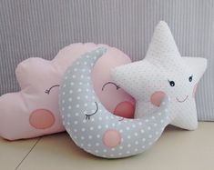 ideas sewing projects for baby nursery room decor for 2019 Quilt Baby, Cute Pillows, Baby Pillows, Decor Pillows, Diy Bebe, Nursery Room Decor, Sewing Projects For Beginners, Baby Decor, Kids And Parenting