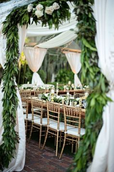 Cool 32 Amazing Rustic Wedding Design and Decoration Ideas http://kindofdecor.com/index.php/2018/04/03/32-amazing-rustic-wedding-design-and-decoration-ideas/