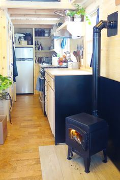 Check out Ariel's Tiny House and journey. Building Fy Nyth... DIY Blog
