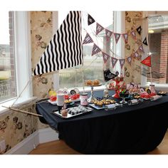 Pirate Ship Kit for dessert table or photo booth Losinski ( to compliment the pirate party table you pinned :) ) Fête Peter Pan, Peter Pan Party, Deco Pirate, Pirate Theme, Pirate Food, Pirate Snacks, Pirate Fairy, Pirate Birthday, Boy Birthday