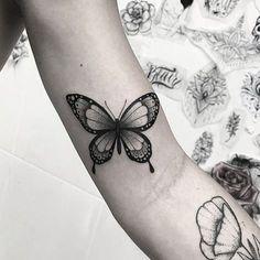 """11.7 mil curtidas, 55 comentários - Inspirations of Tattoos (@inspirationtatto) no Instagram: """"Artista: walacelibardi ➖➖➖➖➖➖➖➖➖➖ Marque sua Tattoo com a Tag #inspirationtatto e sua foto poderá…"""" Aa Tattoos, Mini Tattoos, Future Tattoos, Body Art Tattoos, Small Tattoos, Tattoos For Women, Cool Tattoos, Tatoos, Realistic Butterfly Tattoo"""