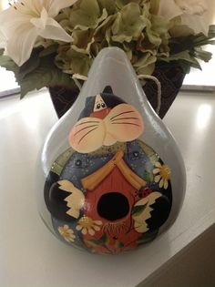 Hand painted Cat Birdhouse Gourd by BizzyCreations on Etsy. This looks like a Renee Mullins design! Hand Painted Gourds, Decorative Gourds, Cat Crafts, Arts And Crafts, Gourd Crafts, Pumpkin Crafts, Gourds Birdhouse, Arte Country, Decoupage