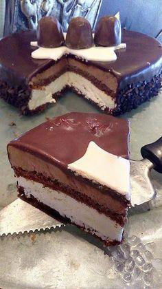 Τούρτα σοκολάτας με δύο κρέμες !!!  #Γλυκά Greek Sweets, Greek Desserts, Party Desserts, Greek Cake, Cookie Recipes, Dessert Recipes, Easy Cake Decorating, Chocolate Sweets, Macaron Recipe