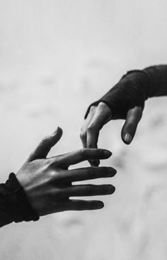 Find images and videos about aesthetic, dark and hands on We Heart It - the app to get lost in what you love. Story Inspiration, Writing Inspiration, Character Inspiration, Aragon, Sasori And Deidara, The Wicked The Divine, Yennefer Of Vengerberg, Hand Reference, Poses References