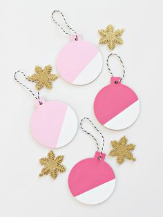Trendy Holiday DIY Accessories - Page 2 of 3 - The Cottage Market Christmas Paper Crafts, Diy Christmas Ornaments, How To Make Ornaments, Holiday Crafts, Christmas Wreaths, Christmas Time Is Here, Pink Christmas, Christmas Tree, Christmas Ideas