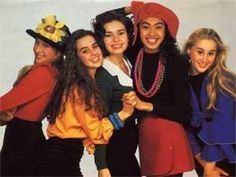 my favourite band when I was younger.they did the girl power thing way before Spice Girls came along 1990s Fashion Trends, Nineties Fashion, Teen Fashion, Womens Fashion, High Fashion, Estilo Converse, Mode Collage, Moda Punk, Fashion Through The Decades