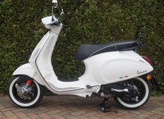 Retro, Vespa en Piaggio scooters kopen of leasen New Vespa Scooter, Piaggio Scooter, Vespa Lx, Vespa Sprint, Vespa Girl, Vespa Scooters, Blue Company, Cars Motorcycles, Dream Cars