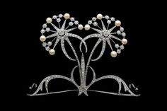 Platinum tiara with diamonds, natural pearls, probably from Vever, Paris, circa 1900.