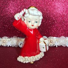 Vtg-A-Fine-Quality-Christmas-Angel-Girl-W-Candy-Cane-amp-Present-Figurine-Japan