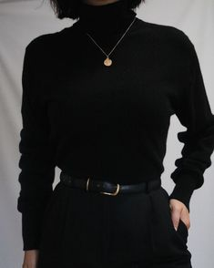 The most classic colo… Absolutely gorgeous noir pure cashmere turtleneck sweater. The most classic color and ultra luxe fabric. Mode Outfits, Retro Outfits, Classy Outfits, Chic Outfits, Vintage Outfits, Fashion Outfits, Korean Outfits, Look Fashion, Korean Fashion