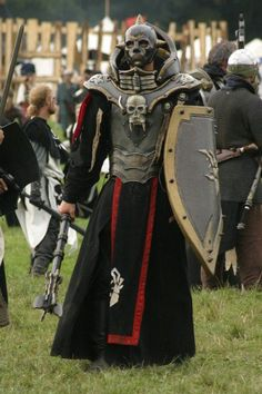 Untotes Fleish warrior- All Hollow's Eve Weekend? Larp Armor, Knight Armor, Medieval Armor, Cool Costumes, Cosplay Costumes, Conquest Of Mythodea, Costume Armour, Warrior Costume, Armadura Cosplay