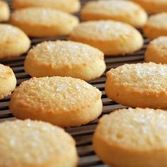 There's nothing better than a sweet, crunchy cookie. Simple keto shortbread cookies are easy to make a will give you that yummy cookie taste we all love! Keto Shortbread Cookies - Keto shortbread cookies - Better Than Bread Keto Keto Cookies, Shortbread Cookies, Almond Cookies, Pumpkin Cookies, Holiday Cookies, Chip Cookies, Low Carb Deserts, Low Carb Sweets, Ketogenic Recipes