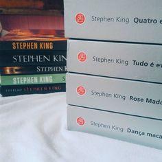 Não sou muito de colecionar livros de um autor só. E, no caso de Stephen King, é só porque o consumismo me pegou e acabei comprando vários livros dele em pouco tempo. É claro que fiquei surpresa quando constatei isso!  #bookstashelf2017 (Autor com mais livros na sua estante).
