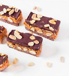 Homemade Vegan Snickers Bars that are no-bake, gluten-free, oil-free and refined sugar-free. These bars are perfect for a healthy snack or dessert. Healthy Vegan Desserts, Vegan Dessert Recipes, Coconut Cream Uses, Gluten Free Banana Bread, Snickers Bar, Natural Peanut Butter, Tray Bakes, Chocolate Recipes, Baked Goods