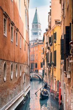 Are Venice gondola rides worth the price? Find out how to rent a gondola in Venice, Italy! Italy Vacation, Italy Travel, Travel Pictures, Travel Photos, Vacation Pictures, Places To Travel, Places To Go, Travel Photography Tumblr, Couple Travel