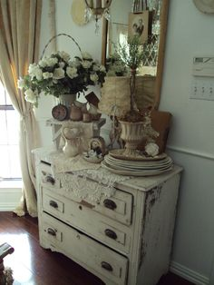 Love the Shabby Chic styling on top of this vintage chest. Estilo Shabby Chic, Shabby Chic Style, Shabby Chic Decor, Vintage Decor, Shabby Cottage, Shabby Chic Homes, Cottage Chic, Shabby Bedroom, Romantic Cottage