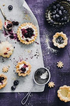 Prepare your oven: it's time to make some delicious mini blueberry tarts with cottage cheese filling! Mini Blueberry Tarts, Blueberry Topping, Blueberry Compote, Purple Food, Cheese Tarts, Mini Tart, Sweet Pie, My Dessert, Healthy Dessert Recipes